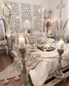 Another glamorous design for the boho style bedroom is presented here for you. The beauty of this room is no doubt touching the height of elegance. boho decor bedroom, boho bedroom ideas, bohemian decor, bedroom decor - and ideas for small bedroom Bohemian Style Bedding, Bohemian Bedroom Decor, Home Decor Bedroom, Boho Style, Bedroom Ideas, Bedroom Designs, Boho Decor, Moroccan Bedroom, Romantic Bedroom Design