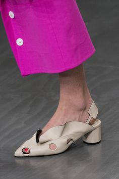 Eudon Choi at London Fashion Week Spring 2018 - Details Runway Photos