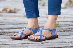 Blaues Ledersandalen, Blue Sandalen Sommer Schuhe, flache Schuhe, kostenloser Versand von BangiShop auf Etsy https://www.etsy.com/de/listing/196498591/blaues-ledersandalen-blue-sandalen