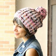 Want to knit a hat in a day or two? This simple one color brioche hat knits up so fast you can be wearing yours by the end of the night. It comes in both youth and adult sizes and can be a one or two skein project. Knit Crochet, Crochet Hats, Fox Hat, Yarn Sizes, Easy Knitting Patterns, Stitch Markers, One Color, Baby Knitting, Knitted Hats