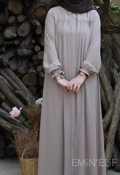 Muslim Women Fashion, Islamic Fashion, Stylish Dresses For Girls, Stylish Dress Designs, Abaya Fashion, Fashion Dresses, Moslem Fashion, Sleeves Designs For Dresses, Muslim Dress