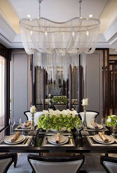 10 Round Dining Tables to Create a Cozy and Modern Decor The dining room is that room in your house that comfort must reign after all is where you'll spend memorable moments. Choosing the right round dining tables wi Luxury Dining Tables, Elegant Dining Room, Luxury Dining Room, Dining Table Design, Dining Room Lighting, Round Dining Table, Fine Dining, Dining Rooms, Round Tables