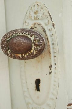 Super Old Door Knobs Puertas Ideas Old Door Knobs, Vintage Door Knobs, Door Knobs And Knockers, Knobs And Handles, Door Handles, Vintage Cabinet, Vintage Doors, Old Doors, Windows And Doors