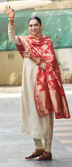 Deepika Padukone looks ethereal in churidar suit with heavily embroidered red dupatta Designer Bollywood style clothing Bollywood Designer Sarees, Bollywood Fashion, Bollywood Style, Bollywood Actress, Indian Attire, Indian Ethnic Wear, Ethnic Outfits, Indian Outfits, Deepika Padukone Saree