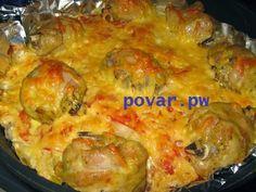 Куриные ножки с картофелем  Ингредиенты: -куриные ножки, -картофель, -кусочек сала(или растительное масло), -майонез, -помидоры, - лук -специи, -соль, -твердый сыр  Приготовление: сковороду застелить фольгой (так,чтобы с одной стороны остался длинный край) разложить кусочки сала(или влить 2-3 столовые ложки растительного масла), разложить картофель кружочками смешанный с 1ст.л. майонеза, присолить и поперчить, затем выложить лук полукольцами, далее помидоры кружочками и потом уже ножки (…