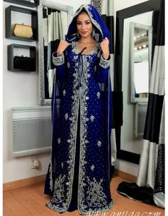 Caftan dubai style indien avec cape Bleu nuit - The Best Handsome Boys Oriental Fashion, Asian Fashion, Indian Wedding Gowns, Indian Gowns, Wedding Dress, Pakistani Bridal Couture, Kaftan, Afghan Dresses, Moroccan Caftan