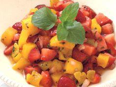 Den pakistanske mangoen er nå på sitt beste. Prøv denne friske salsaen på grillbordet eller til spekemat. Kilde: Opplysningskontoret for egg og kjøtt Strawberry Mango Salsa, Epic Meal Time, Tasty, Yummy Food, Frisk, Fruit Salad, Food Inspiration, Cantaloupe, Side Dishes
