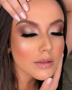 """624 curtidas, 10 comentários - Daniele Lima (@danylimamakeup) no Instagram: """"Hoje o curso vip foi a distância para minha aluna da Nova Zelândia @carolcordeiromk 😍 Começamos com…"""" Cute Makeup, Perfect Makeup, Simple Makeup, Makeup Looks, Makeup Crafts, Makeup Step By Step, Makeup Guide, Christmas Makeup, Creative Makeup"""