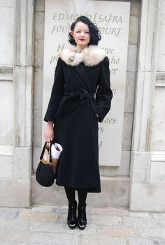 Vintage Looks: A Collection Of Amazing Vintage Outfits For Winter – BelleTag Source by fashion vintage Retro Mode, Mode Vintage, Vintage Style, Vintage Modern, Looks Vintage, Rockabilly, Pin Up Retro, Retro Fashion, Vintage Fashion