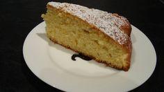 Torta all'arancia  Ingredienti:  250gr di zucchero  300gr di farina  80gr  di burro  3uova  2 arance spremute  la scorza grattugiata di 1 arancia  1 busta di lievito per dolci  estratto di vaniglia  un pizzico di sale      Procedimento:    Lavora il burro insieme allo zucchero, aggiungi le uova e continua a lavorarlo fino ad ottenere una spuma omogenea, aggiungi la spremuta delle due arance, l'estratto di vaniglia, e poco alla volta la farina mescolata con il lie...