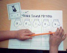Medial sound mittens Kindergarten Language Arts, Kindergarten Literacy, Classroom Activities, Classroom Ideas, Preschool, Work Activities, Phonics Activities, Reading Activities, Winter Activities