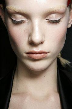 'No makeup'-makeup at Givenchy A/W 2014.