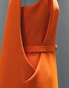 Still stunning today: Cristobal Balenciaga 1968 couture designer fashion dress space age orange belt color photo print ad 1960s Fashion, Moda Fashion, Vintage Fashion, Womens Fashion, Edwardian Fashion, Couture Fashion, Fashion Fashion, Couture Details, Fashion Details