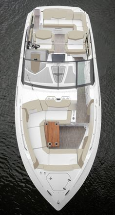 The layout of the Cruisers Yachts 328 Bow Rider.