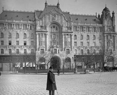 Gresham - Palota Old Pictures, Old Photos, Budapest Hungary, Historical Photos, The Past, Louvre, History, Retro, Building