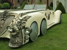 Captain Nemo's (Naseeruddin Shah) hero Nautilus car from Stephen Norrington's fantasy adventure The League of Extraordinary Gentlemen. This car was used throughout the film as the League hunted down Moriarty (Richard Roxburgh) and was also featured extensively on the film's posters. View and Learn Morehttp://goo.gl/A4Tg8w  Check out our community : https://plus.google.com/u/0/b/109129921515735293128/communities/108140587796767189247