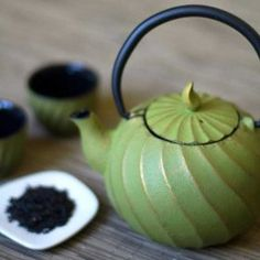 This is adorable if I ever decide to get fancy with my tea :)