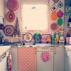 Frisch tapeziert#vintagewallpaper #kitchen #colourful