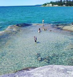 Bathtub Island in Lake Superior Provincial Park, just a few hours north of Sault Ste Marie. Vacation Places, Places To Travel, Places To See, Travel Destinations, Beaches In Ontario, Ontario Travel, Ontario Camping, Sault Ste Marie, Ontario Parks