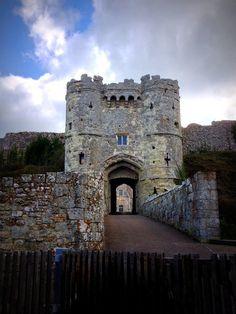 Carisbrooke Castle Gatehouse by tim of the hill, via Flickr