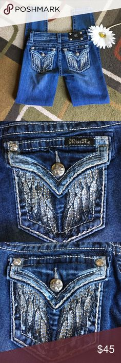 """Miss Me jeans🌸 """"Angel wing"""" skinny jeans🌸 material is 98% cotton 2% elastane🌸 lying flat waist measures 14"""" 🌸 rise is 7.5"""" 🌸 inseam is 31"""" 🌸1 clear stone missing from right back pocket near miss me tag see pic 2 🌸 Miss Me Jeans Skinny"""