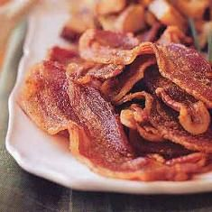 Sweet And Spicy Bacon (via www.foodily.com/r/6kHiOG2YA)