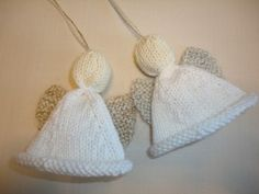 Christmas Angel and other free knitted Christmas ornaments - must make this year! on moogyblog.com