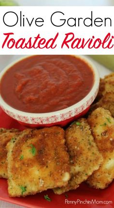 Have you eaten toasted ravioli at Olive Garden? Now you can make it at home! Try this simple copycat Olive Garden toasted ravioli recipe yourself. No chef skills required! Copycat recipes | copycat restaurant recipes | Olive Garden Recipes | Italian Recipes | Appetizers | Snacks | Kid friendly recipes | #appetizers #copycat #ravioli #Italianrecipes #copycatrecipes