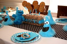 Table settings at a Cookie Monster Party #cookiemonster #partytable