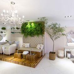 La Provence - Cuiabà / Brasil (2017) Home Nail Salon, Hair Salon Interior, Nail Salon Design, Nail Salon Decor, Beauty Salon Design, Salon Interior Design, Beauty Room Salon, Beauty Room Decor, Ideas Decoracion Salon