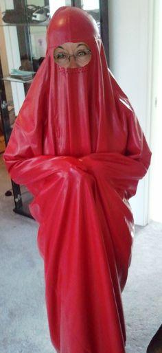 club karree latex burka