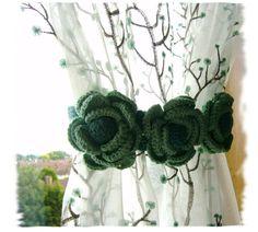 Par de cortinas Tie Backs mano Crochet rosas por CraftsbySigita