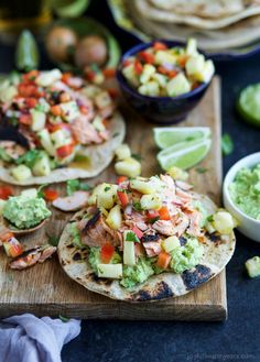 PINEAPPLE CHIPOTLE SALMON TOSTADAS - slightly charred smoky Salmon combined with Spicy Pineapple Salsa and creamy Avocados. These Tostadas take 30 minutes to make and are only 283 calories, a must make for a busy weeknight! Tostadas, Chipotle, Easy Healthy Recipes, Gourmet Recipes, Delicious Recipes, Healthy Meals, Free Recipes, Yummy Food, Clean Eating