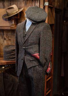 Harris Tweed Jacket, Tweed Waistcoat, Tweed Trousers, Tweed Outfit, English Clothes, Safari Jacket, Well Dressed Men, Gentleman Style, Gray Jacket
