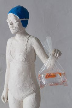 White resin sculpture of a swimmer with blu cap - La cuffia, by Jeanne Isabelle Cornière, resin, wood base
