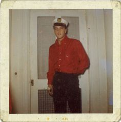 Rare Elvis Photos, Elvis Presley Photos, Rare Photos, Rare Pictures, Elvis Memorabilia, Young Elvis, Burning Love, Priscilla Presley, Chuck Berry