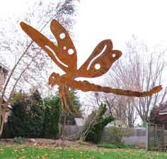 This handcrafted Dragonfly Garden Stake is a classic must have for any garden. A charming way to add some fun to your garden decor. Overall: 17.5w x 16.5H / Size does not include stake Stake attached * After you purchase your item you can send me an e-mail to change the color or