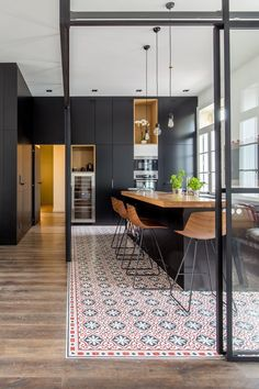 A vintage and modern kitchen at the same time cuisine estce faith Vintage Home Decor Kitchen Vinyl, Open Kitchen, Modern Kitchen Design, Apartment Design, Kitchen Interior, Cool Kitchens, Sweet Home, Dining Room, Room Decor