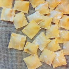 Discover recipes, home ideas, style inspiration and other ideas to try. Ravioli Sauce, Cheese Ravioli, Ravioli Recipe, Vegan Ravioli, Pasta Carbonara, Lobster Ravioli, Butternut Squash Ravioli, I Love Food, Food Design