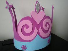corona para cumpleaños frozen Ideas Para Organizar, Table Lamp, Home Decor, Carnival, Childhood Toys, Frozen Birthday, Themed Parties, Parties Kids, Recycling