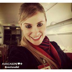 Comissária Renata, sempre muito linda e sorridente. Sucesso ❤✈ #crewlife #future #flightattendant  #aeromoças #stewardess #aeromoça #voar #comissáriadebordo #comissárias #latam #fly #revistatripulante #aero #tripulantes #tam #aviacaocms #paixaoporvoareservir #comissariasdevoo #tamlinhasaereas