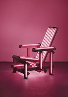 Fauteuil Pink Electric par Ivan Navarro