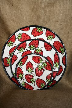strawberry ceramics cstlnvault.wix.com Strawberry Kitchen, Strawberry Farm, Strawberry Summer, Strawberry Fields Forever, Ceramic Painting, Ceramic Art, Strawberry Pictures, Country Chic Kitchen, Strawberry Decorations