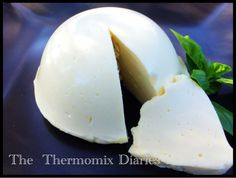 Recipe Thermomix Mozzarella and Bocconcini by - Recipe of category Basics Lchf, Un Diner Presque Parfait, Bellini Recipe, Dumpling Wrappers, Sauces, 5 Recipe, Cheese Cloth, How To Make Cheese, Pain
