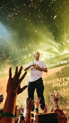 Twenty One Pilots Tyler Joseph Concert Trench Tour 2018 Twenty One Pilots Concert, Twenty One Pilots Live, Twenty One Pilots Wallpaper, Tyler Joseph Josh Dun, Best Duos, Women In History, Ancient History, African American History, Staying Alive