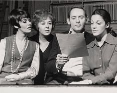 """Marcia Rodd, Doris Roberts, Robert Moore (director) and Linda Lavin in rehearsal for """"The Last of the Red Hot Lovers"""" by Neil Simon, Theatre Plays, Broadway Theatre, Alice Tv, Steel Magnolias, Dramatic Arts, Back In The Day, Behind The Scenes, Theater, Musicals"""