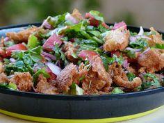 Rezept für Fattousch Salat- Beliebter arabisches, syrischer, ägyptischer, libanesischer Salat mit frittiertem Brot Rezept aus Oriental Basics Buch