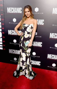 """Jessica Alba Photos Photos - Actress Jessica Alba arrives at the Premiere of Summit Entertainment's """"Mechanic: Resurrection"""" at ArcLight Hollywood on August 22, 2016 in Hollywood, California. - Premiere of Summit Entertainment's 'Mechanic: Resurrection' - Arrivals"""