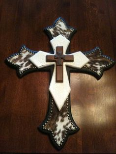 Western cross/ love the cowhide on the bottom layer Western Crafts, Western Decor, Country Decor, Rustic Decor, Western Wall, Rustic Wood, Wooden Crosses, Crosses Decor, Wall Crosses