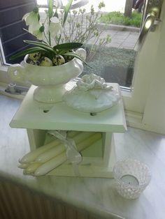 Oud stoofje met nieuwste aanwinst een kleine soepterrine met prachtige roosjes op het deksel- I♡it